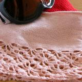 薄いピンク色のフェイスマスク