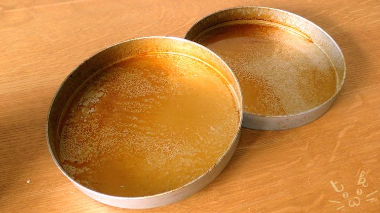 食パン型の空焼きを終えてムラになっている蓋の内側