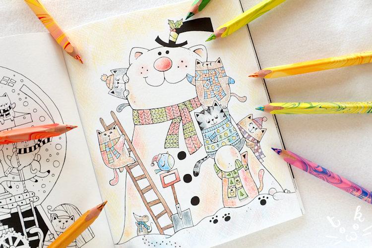 「 A Million Christmas Cats 」の猫たちが雪だるまを作っている塗り絵