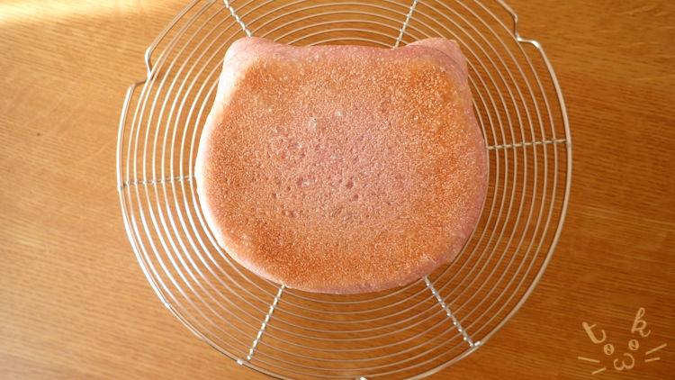 焼き上げたねこ食パンを真上から見たところ