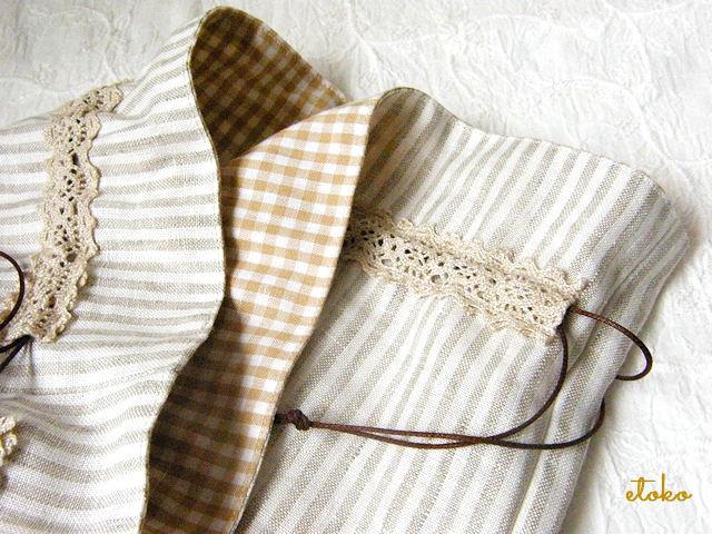 巾着袋の入れ口。カプチーノ色のギンガムチェックの内布が見えている。