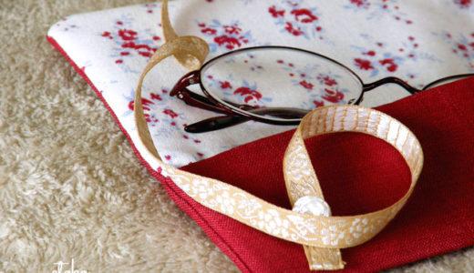 クラシックな色合いの眼鏡ケースとブックカバー