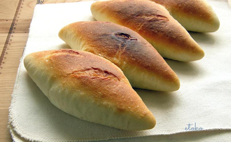 シンプルなパンが並んでいる