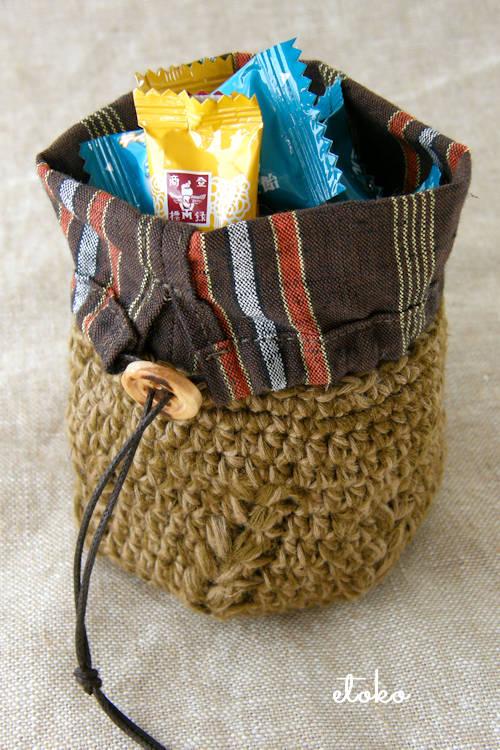 遠州綿紬とかぎ針編みの小さなポーチ
