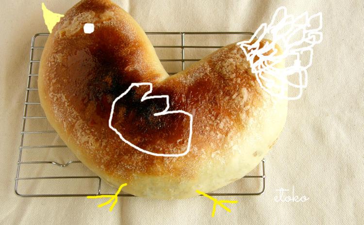 アップルシュトゥルーデル風に焼いたパンを鶏に見立てている