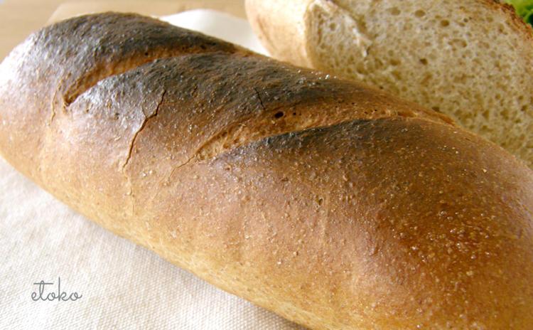パンの上部がすこし黒く焦げている