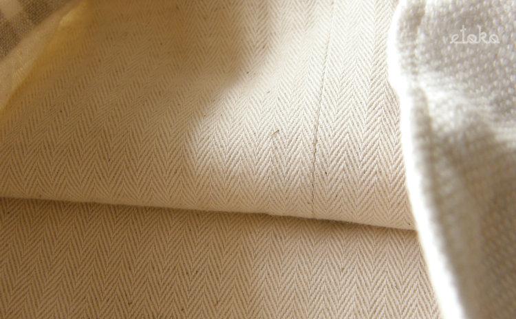 きんちゃく袋の内側はヘリンボーン模様の生地
