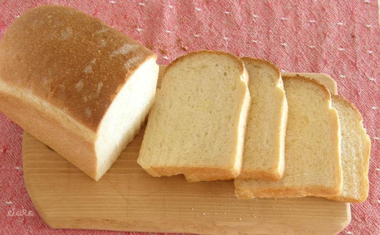 キッチンエイドでこねたコーンミールを混ぜ込んだ食パン