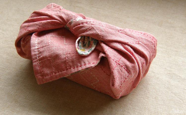 ネップ&スラブ風木綿の生地に刺し子をした風呂敷