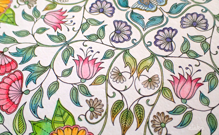 ジョハンナ・バスフォードの「ひみつの花園」の花のマンダラの拡大図