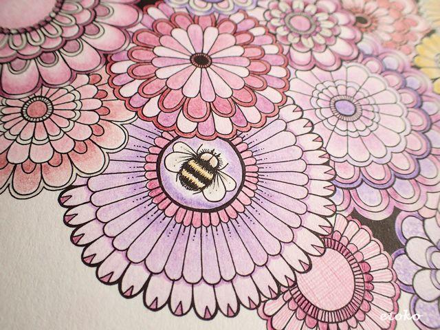 花の真ん中に蜂が止まっている塗り絵