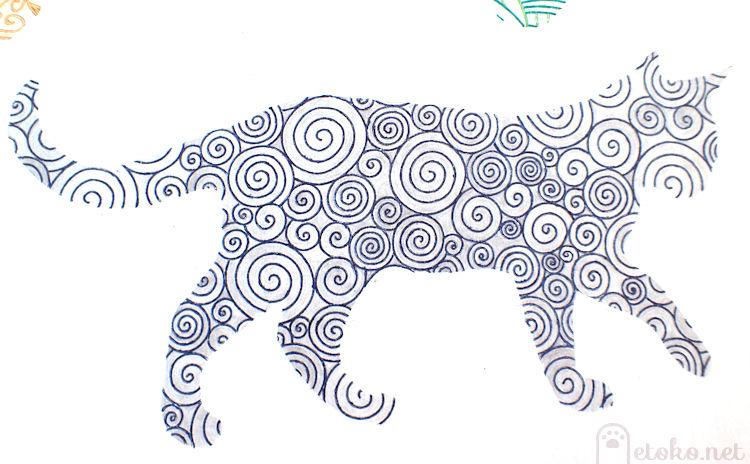 『ねこと花もようの塗り絵ブック』より青ペンと銀色の色鉛筆で塗った猫の塗り絵