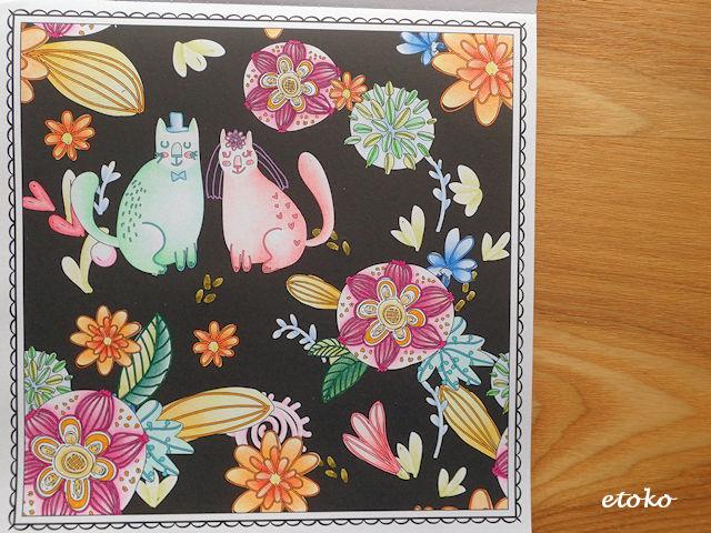 猫の新郎新婦と花が散らばっている塗り絵