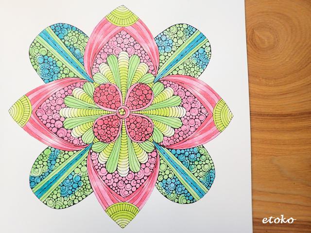 水彩色鉛筆ステッドラーカラトで塗った花のマンダラ塗り絵