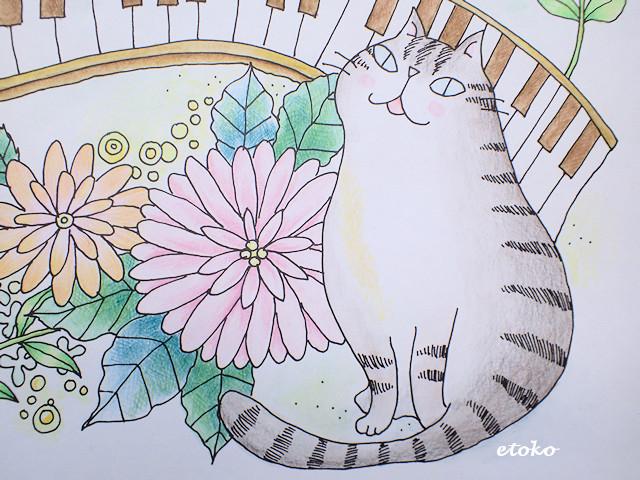 サバトラの猫が座っている