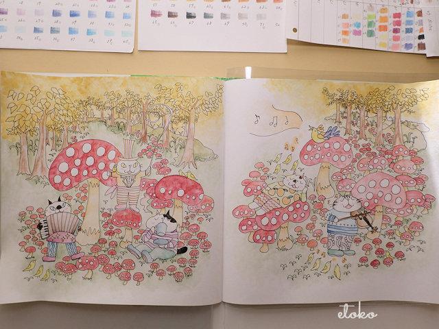 きのこの森で演奏会をしている猫たちの塗り絵の下塗りを水彩色鉛筆で終えたところ