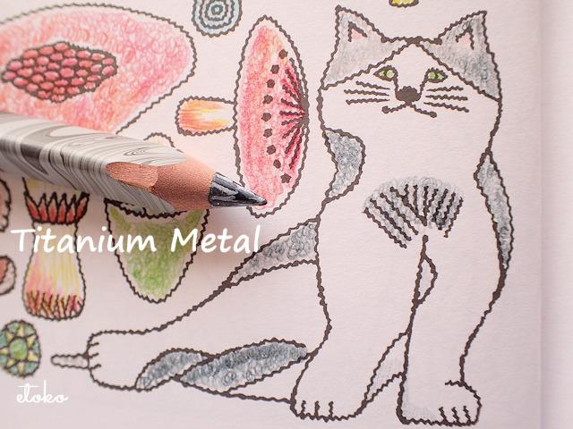 黒グレーミックスカラーのマジックペンシルで塗られたハチワレ猫
