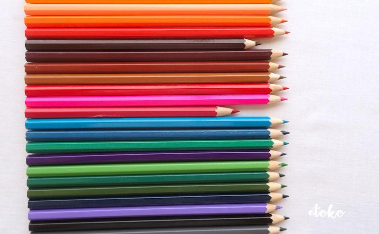 コスミック出版の色鉛筆の端を揃えて並べてみたところ