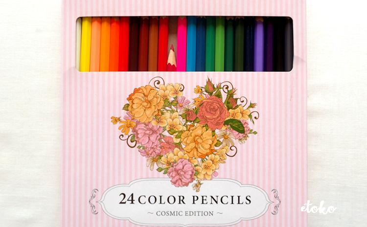 箱入りのコスミック出版の24色の色鉛筆
