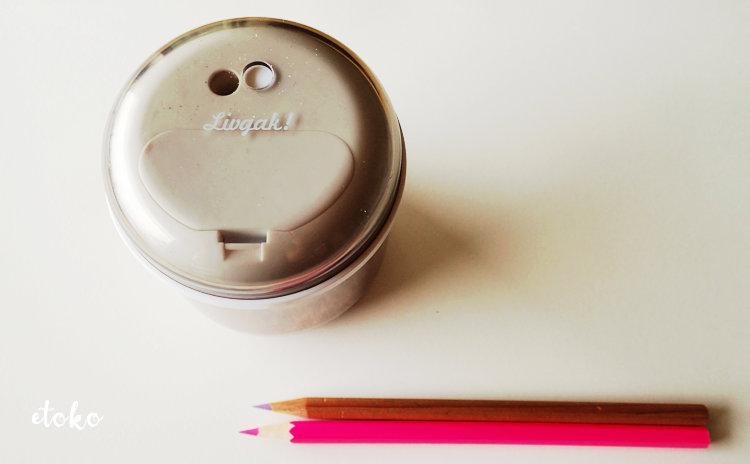 ソニックの電動鉛筆削りリビガク フリーキー で色鉛筆を削っている