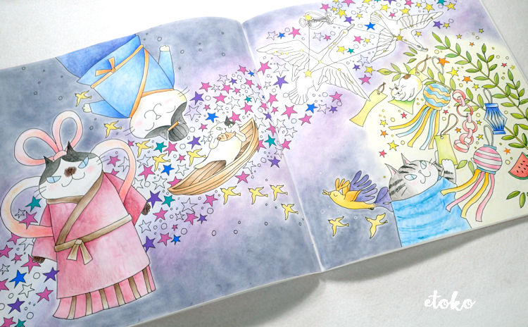 きまぐれ猫ちゃんズの花紀行より七夕のページをステッドラーの水彩色鉛筆カラトとダーウェントのパステルペンシルで塗っている