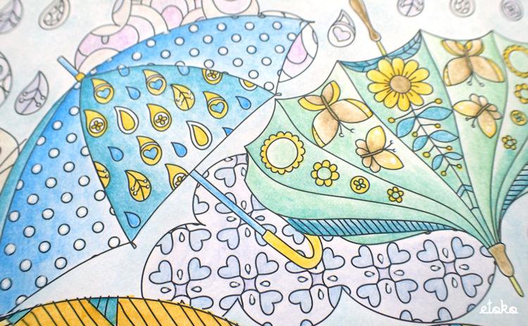 青と黄色、緑と黄色の水彩色鉛筆で塗っている