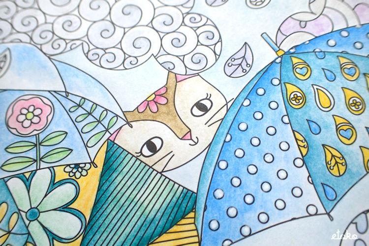 傘のすきまから猫がこちらを見ている塗り絵