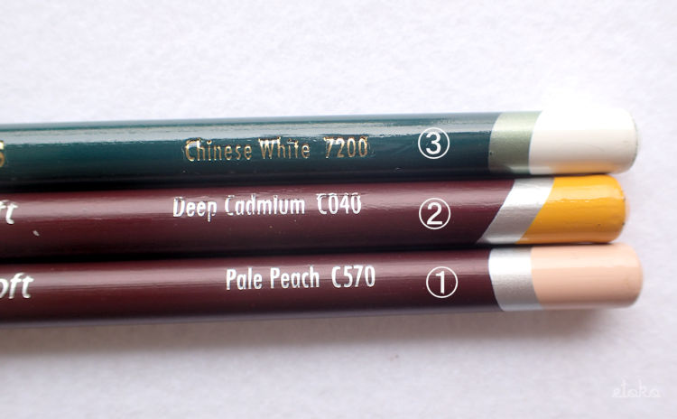 ダーウェントのカラーソフトとダーウェントのアーチストを使ってクリーム色を作っている