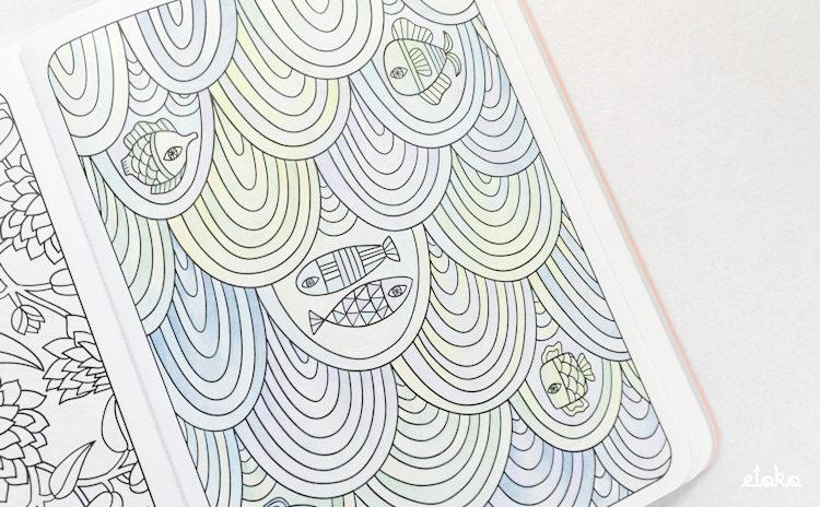 波と魚の塗り絵を上下逆さにして見てみたところ