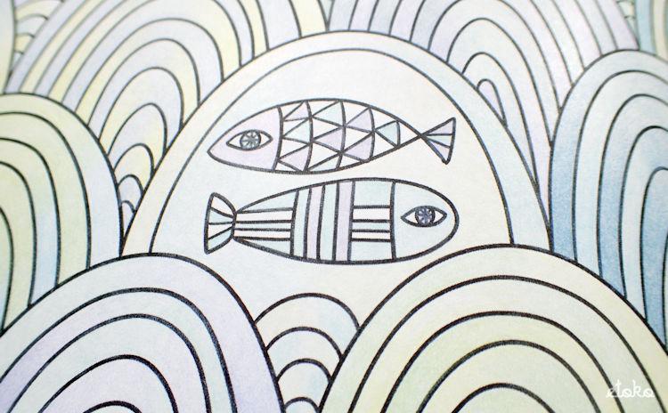 フェリシモの500色の色えんぴつで塗った波とお魚の塗り絵の拡大画面