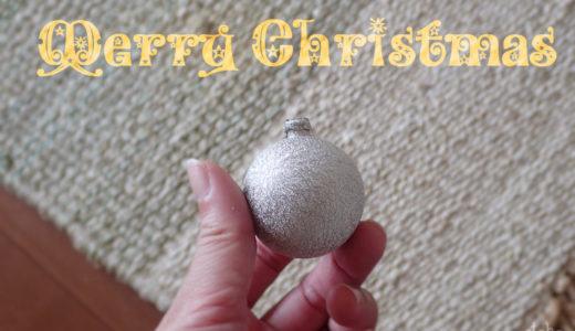 コロコロ転がしてにゃんこ大興奮!猫のおもちゃに使えるクリスマス飾り