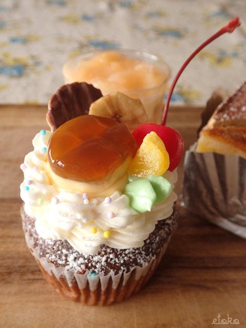 モイッカ(つくば市)のプリンアラモードののったカップケーキ